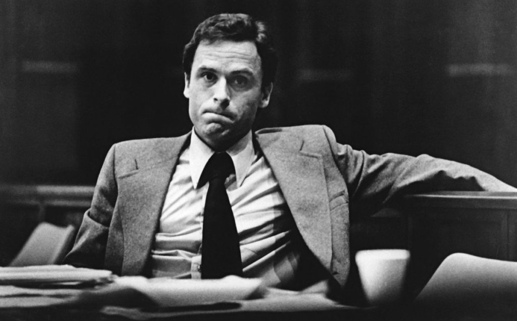 Ted Bundy: Asesino en serie de mujeres - 2