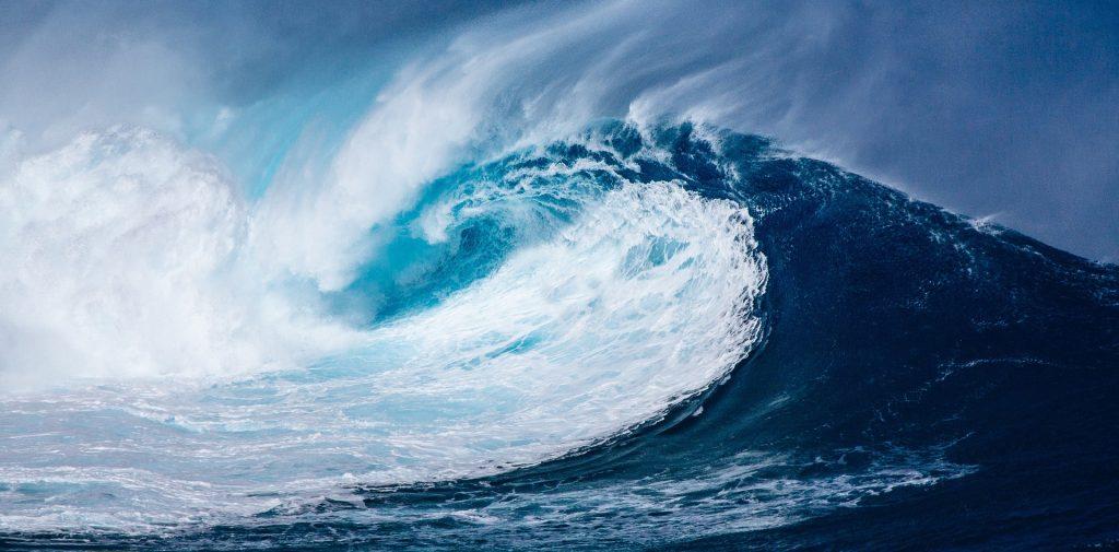 ¿Cómo se forman las olas y los tsunamis?