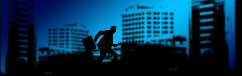 Hombre corriendo al trabajo